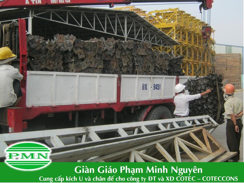 Gian-giao-Pham-Minh-Nguyen-giao-hang-cho-Conteccons (3)