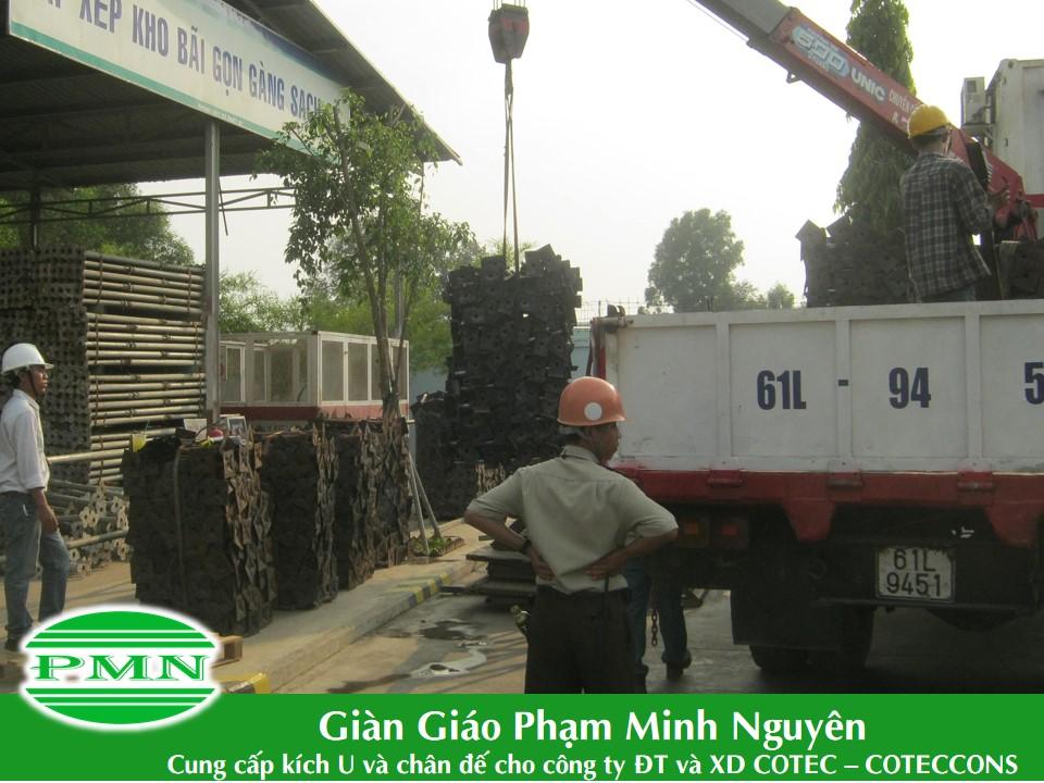 Gian-giao-Pham-Minh-Nguyen-giao-hang-cho-Conteccons (1)